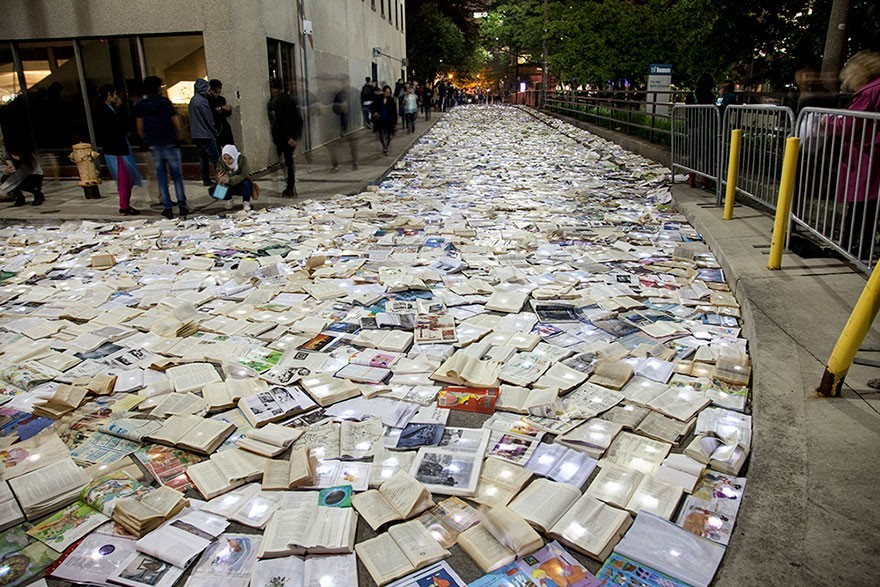 book-installation-literature-vs-traffic-luzinterru