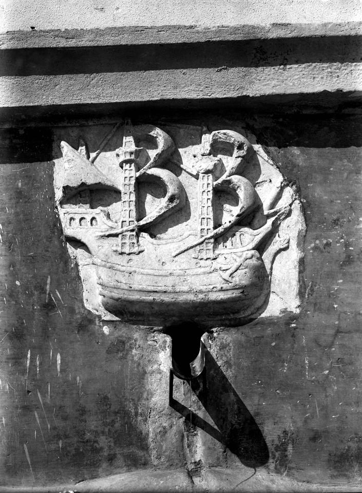 Chafariz da Fonte Santa, caravela de pedra, 1951,
