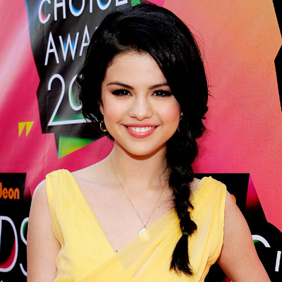033010-Selena-Gomez-400.jpg