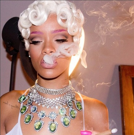 Rihanna sensual