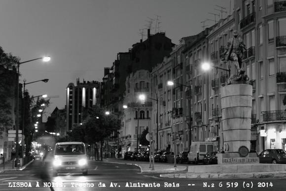 Lisboa à noite. Trecho da Av. Almirante Reis -- (c) 2014