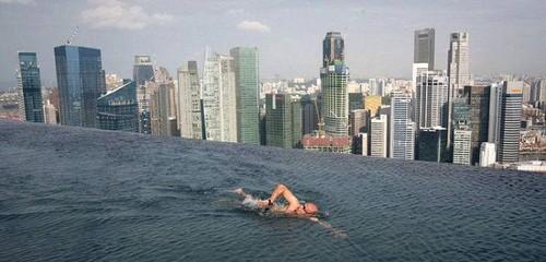 A piscina do Marina Bay Sands Hotel, em Singapura...a 200 metros de altura!