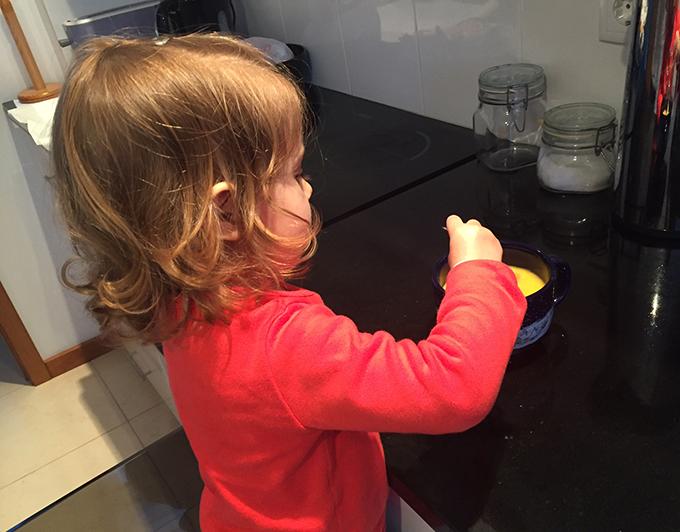 Lara a cozinhar 2