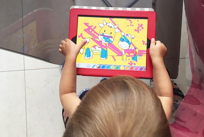 crianças e iPad
